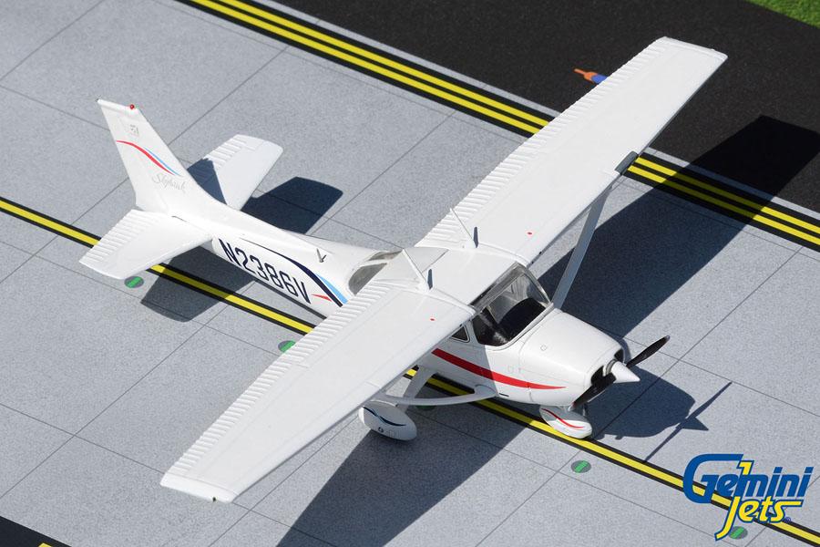 Cessna 172R Skyhawk N2386V (1:72)